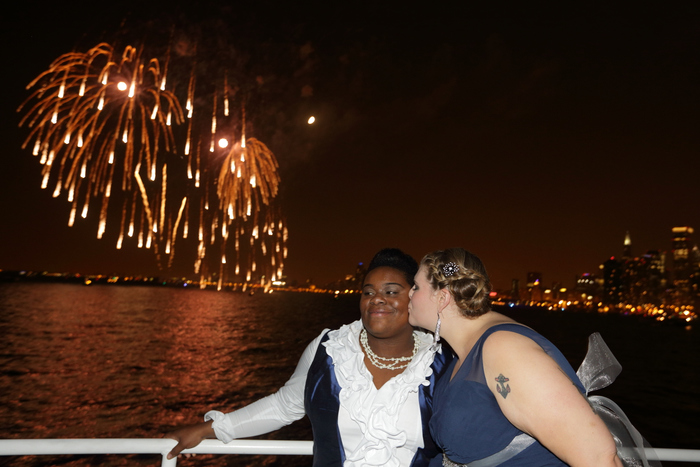 Chicago lesbian wedding photographer: and gay Marriage photographer for ceremonies, parties and celebrations in Illinois