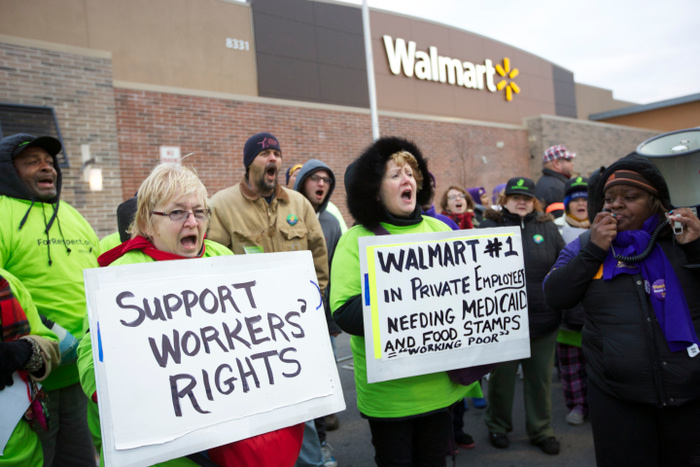 Portesters demonstrate outside a Walmart store in Chicago, November 23, 2012. Black Friday, the day following the Thanksgiving Day holiday, has traditionally been the busiest shopping day in the United States. REUTERS/John Gress