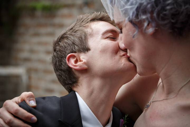 Illinois lesbian wedding photographer captures first kiss