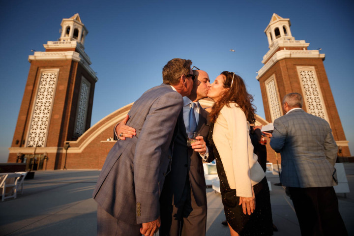 Illinois same-sex wedding photographer captures grooms kissing guests