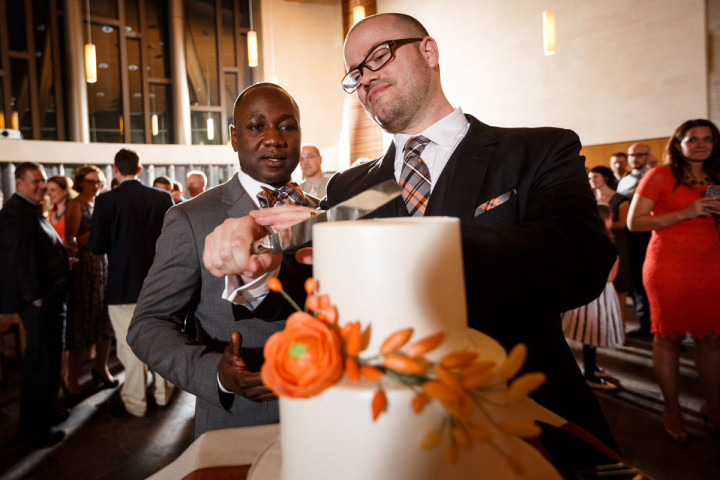 Chicago gay grooms cut their cake