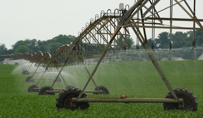 A new pivot-irrigation system is seen in Mill Creek, Indiana, June 11, 2012.  REUTERS/John Gress