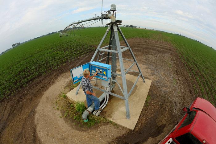 Farmer Dale Tuholski adjusts his new pivot-irrigation system in Mill Creek, Indiana, June 11, 2012. REUTERS/John Gress