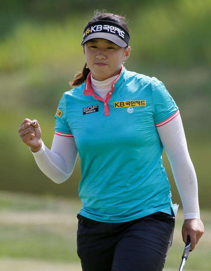 Amy Yang of Korea reacts to sinking her par putt on the 18th green during the third round at the U.S. Women's Open golf tournament at Blackwolf Run in Kohler, Wisconsin July 7, 2012. REUTERS/John Gress