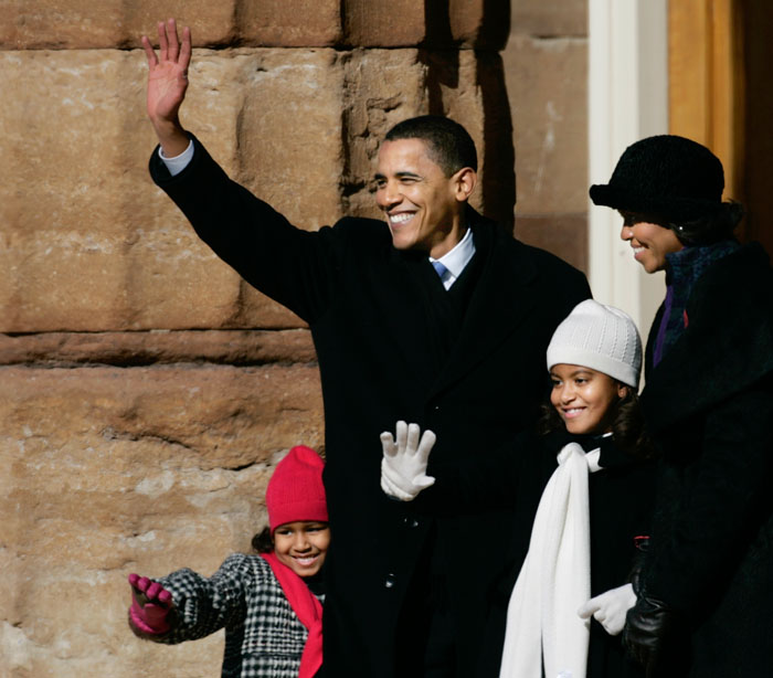 U.S. Senator Barack Obama (D-IL) and his family formally announce his campaign for U.S. President in the 2008 election during a campaign rally in front of the Old State Capitol in Springfield, Illinois, February 10, 2007. REUTERS/John Gress