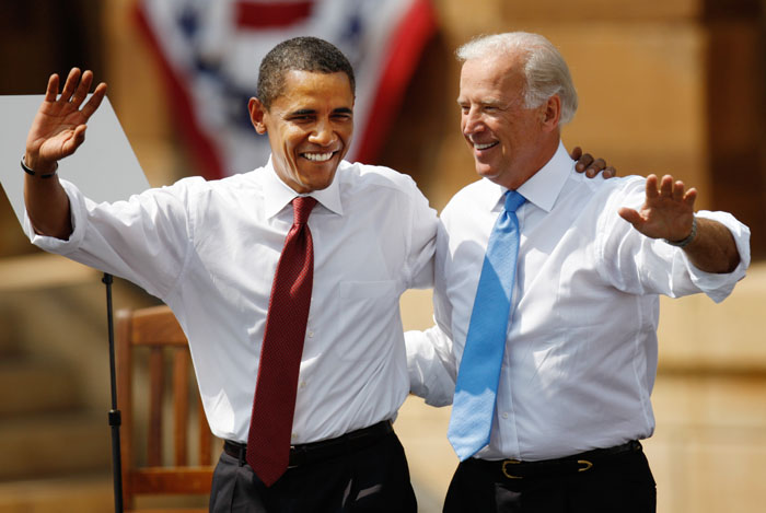 US Democratic presidential candidate Senator Barack Obama (D-IL) and his vice presidential running mate Senator Joe Biden (D-DE) at a campaign event at the Old State Capitol in Springfield, Illinois, August 23, 2008. REUTERS/John Gress