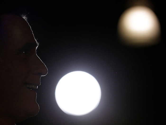 Republican U.S. presidential candidate Mitt Romney campaigns at LeClaire Manufacturing in Bettendorf, Iowa, August 22, 2012. REUTERS/John Gress (UNITED STATES)