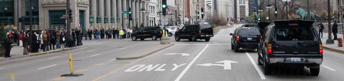 President-elect Barack Obama's motorcade makes its way through Chicago, November 20, 2008. REUTERS/John Gress
