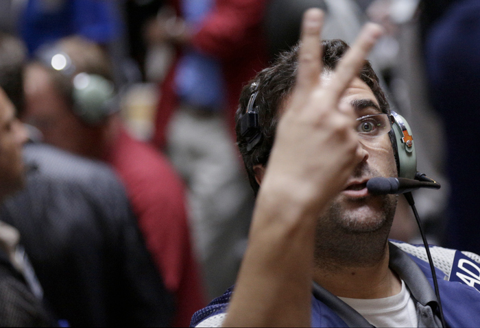 A trader signals a trade in the S&P futures pit at the CME group in Chicago, September 13, 2012, after the Federal Reserve launched another aggressive stimulus program on Thursday, saying it will buy $40 billion of mortgage-related debt per month until the outlook for jobs improves substantially as long as inflation. REUTERS/John Gress