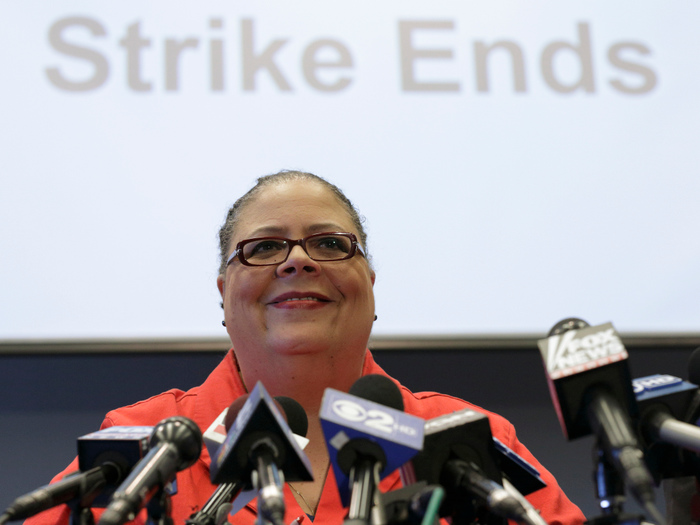 Chicago Teachers Union President Karen Lews smiles during a news conference in Chicago, September 18, 2012. Chicago Teachers Union leaders voted on Tuesday to suspend a strike that closed the nation's third-largest school district for more than a week, ending a confrontation with Mayor Rahm Emanuel that focused national attention on how to reform failing urban schools. REUTERS/John Gress