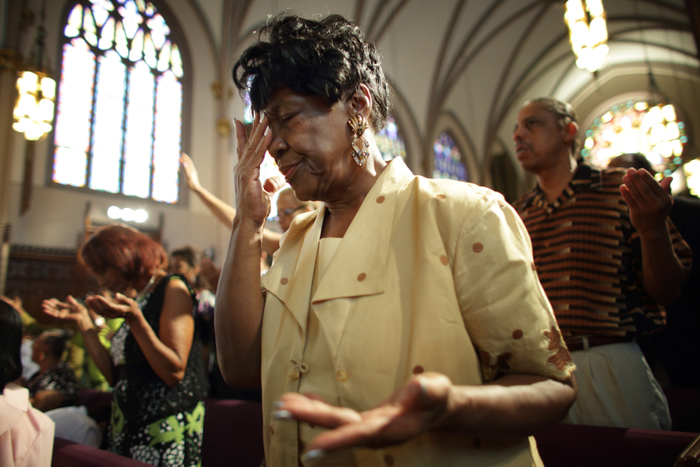 Parishioners including Clara Randall worshop at St. Sabina Catholic Church during the predominantly African-American congregation's Unity Mass in Chicago, September 2, 2012. REUTERS/John Gress