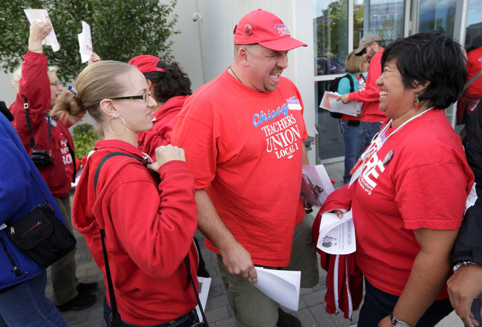 Chicago Teachers Union members celebrate the end of their strike in Chicago, September 18, 2012. REUTERS/John Gress