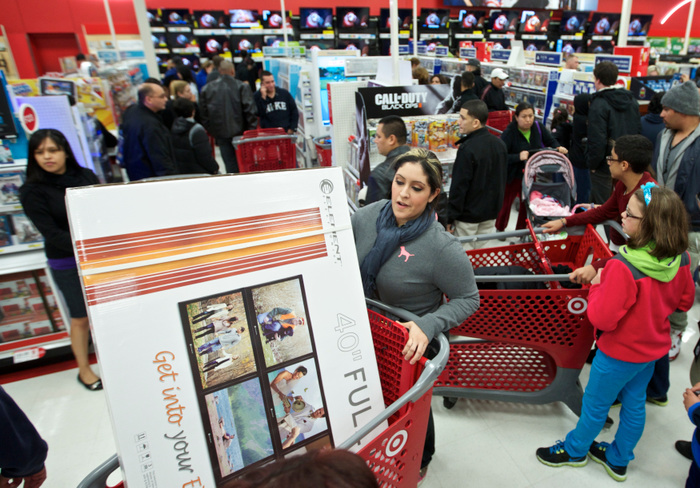 Black Friday shoppers fill a Target store in Chicago on November 22, 2012. Black Friday, the day following the Thanksgiving Day holiday, has traditionally been the busiest shopping day in the United States. REUTERS/John Gress