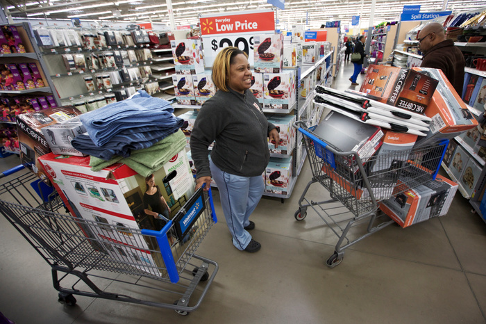Annette and Jimmy McClellan navigate their two carts through a Walmart Store in Chicago, November 23, 2012.  Black Friday, the day following the Thanksgiving Day holiday, has traditionally been the busiest shopping day in the United States. REUTERS/John Gress