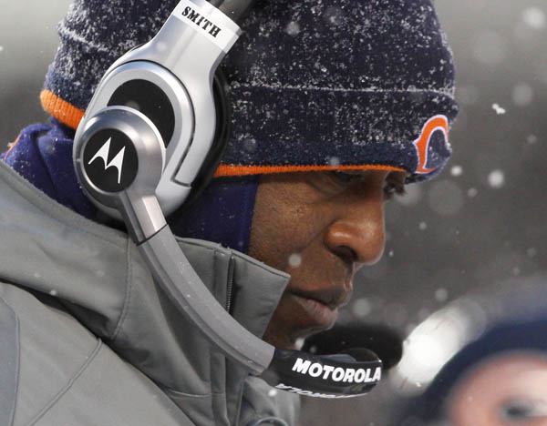 Chicago Bears head coach Lovie Smith reacts while playing the New England Patriots during the second quarter of their NFL football game in Chicago, December 12, 2010. REUTERS/John Gress (UNITED STATES)