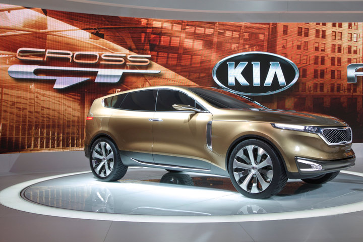 The Kia Cross GT makes its debut at the Chicago Autoshow, February 7, 2013. REUTERS/John Gress (UNITED STATES)