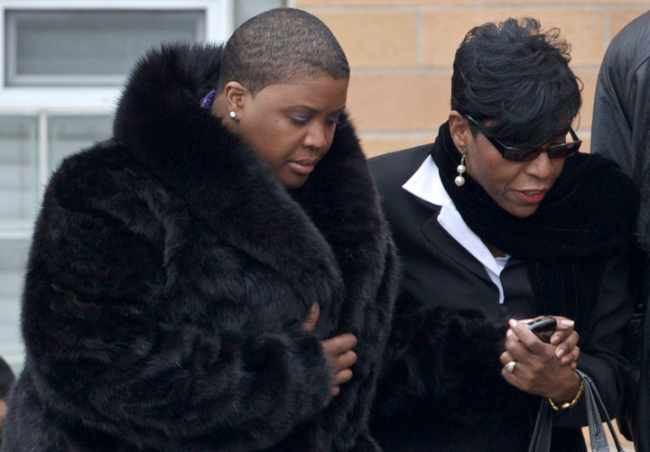 Cleo Pendleton (L) arrives at her daughters funeral in Chicago, February 9, 2013. Hadiya Pendleton, 15, was fatally shot on January 29 as she and her friends shielded themselves from rain under a canopy in a Chicago park in what police say was a case of mistaken identity in a gang turf war. REUTERS/John Gress (UNITED STATES)