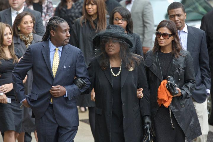 Chaz Ebert (C ) arrives for her husband Roger Ebert's funeral in Chicago, April 8, 2013. REUTERS/John Gress (UNITED STATES)