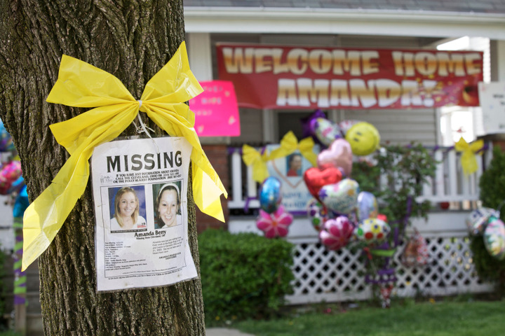A missing posters and balloons adorne the home of Beth Berry in Cleveland, Ohio, May 7, 2013, the sister of Amanda Berry who was found alive after vanishing about a decade ago. REUTERS/John Gress (UNITED STATES)