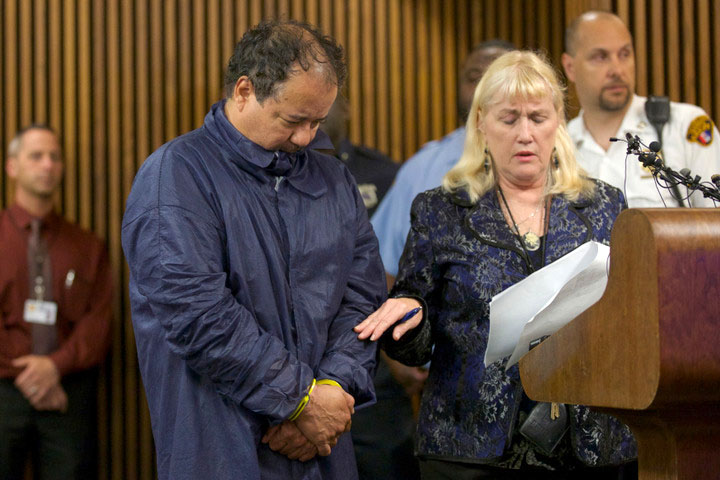 Ariel Castro appears with public defender Kathleen DeMetz for his initial court appearance in Cleveland, Ohio, May 9, 2013. Castro, 52, a veteran school bus driver fired from his job last fall, was formally charged with kidnapping and raping the three women, who were rescued from his house on May 6 evening shortly before his arrest. REUTERS/John Gress (UNITED STATES - Tags: CRIME LAW)