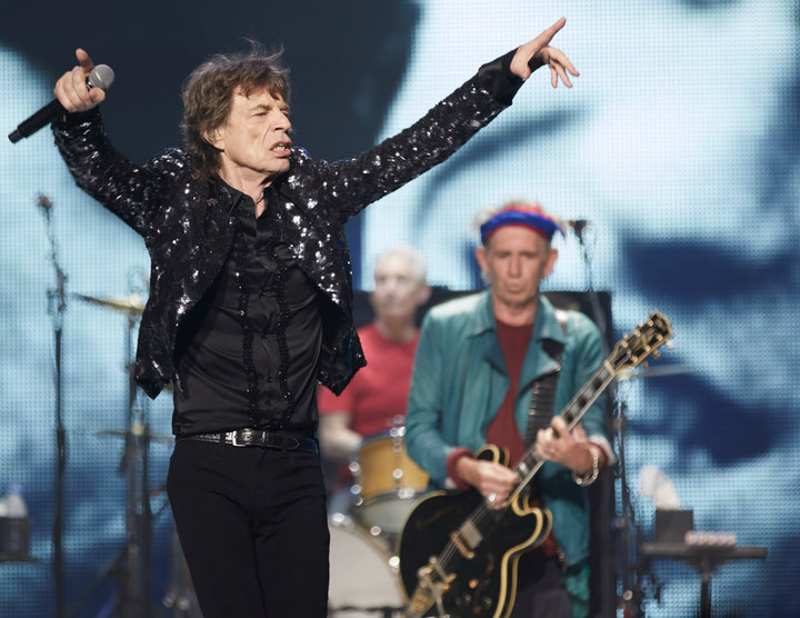 "(L-R) Mick Jagger, Charlie Watts and Keith Richards of the Rolling Stones perform at a concert during the band's ""50 and Counting"" tour in Chicago May 28, 2013.REUTERS/John Gress"