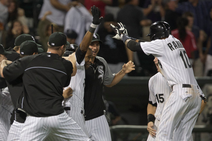 Chicago White Sox Alejandro De Aza (C ) is congratulated by teammates including Alexei Ramirez (10) after hitting a two RBI double off of the New York Yankees in the 12th inning of their American League MLB baseball game in Chicago, August 7, 2013. REUTERS/John Gress (UNITED STATES)