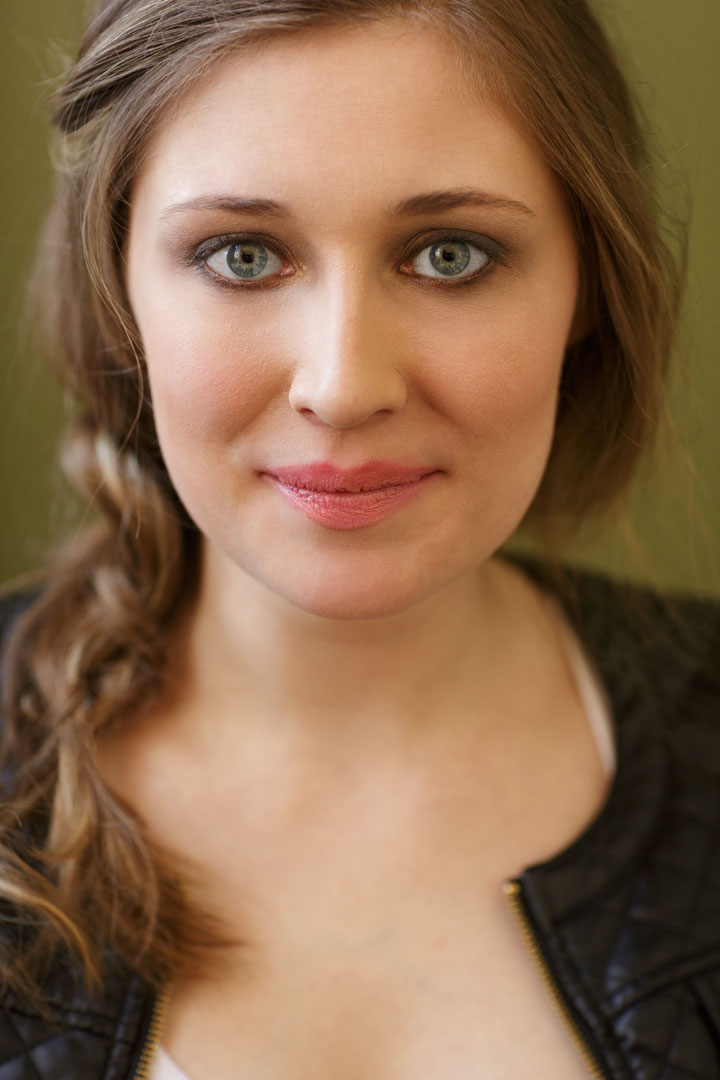 Chicago Actor Headshot of Janey Engle