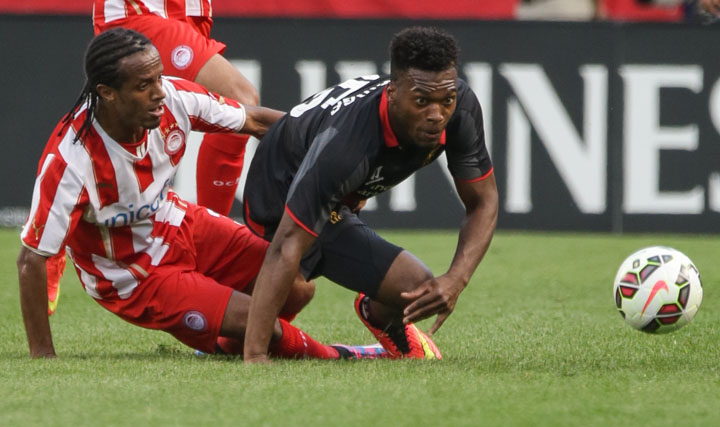 Chicago Soccer Photography Liverpool FC forward Daniel Sturridge and Olympiacos FC defender Do Carmo Salino struggle for the ball. John Gress/Action Images