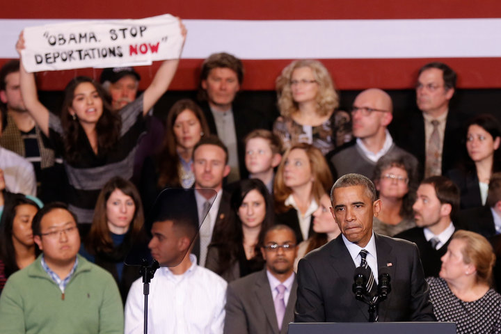 Obama heckled during immigration speech in Chicago